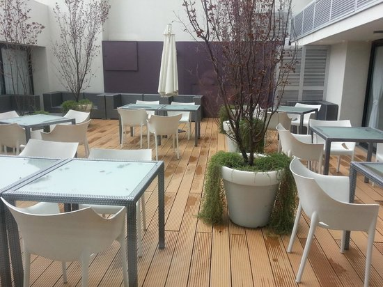 After Hotel Montevideo:                   patio interno