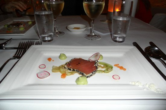 Berardo's Restaurant and Bar:                   Tuna tataki