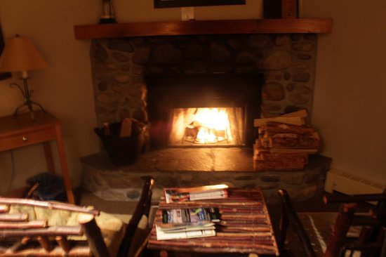 Buffalo Mountain Lodge: fireplace in room