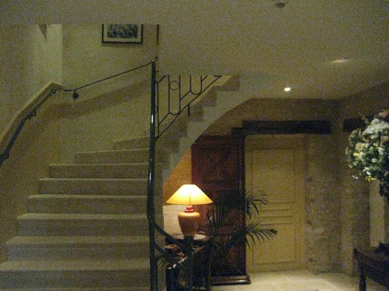 Hotel le Clos :                   Stairs up to level 2 rooms (there is no lift)