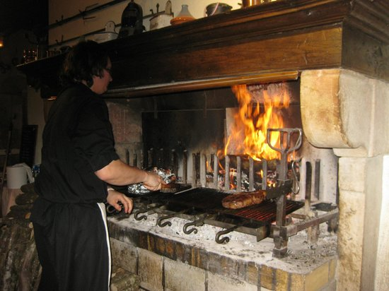 La Garaudière :                   What atmosphere! As the chef cooks the meats and potatoes