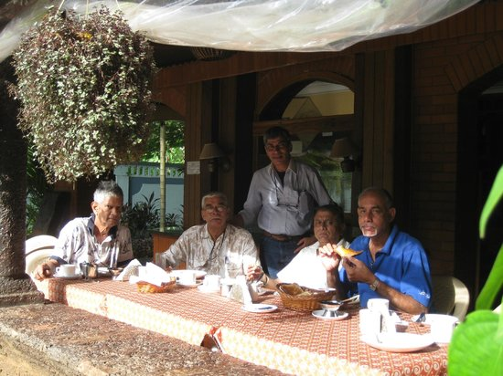 Osborne Resort Goa:                   Five having breakfast, sixth clicking the photograph