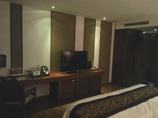 Sunrise Premium Resort Hoi An:                   Huge LCD TV