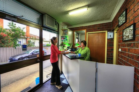 City Gardens Motel: Guests are made welcome at reception