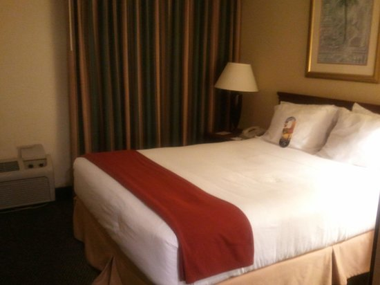 Holiday Inn Express Miami-Hialeah (Miami Lakes):                   Bedroom