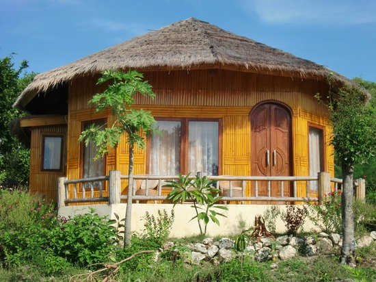 Bira, Indonesia: Bamboo Bungalow