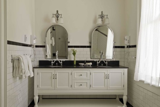 The Inn at Cooperstown: Luxury Suite - Master Bathroom w/double vanity and heated tile floor
