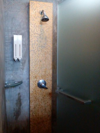 NapPark Hostel @ Khao San: Shower