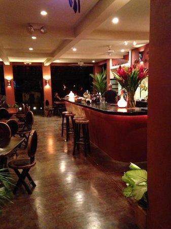 Pizzeria La Baula :                                                       Great vibe at the bar area