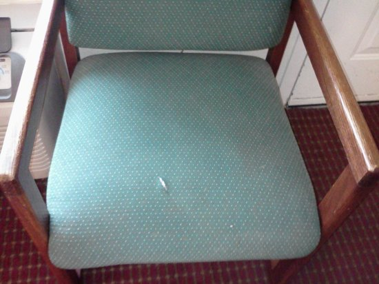 Days Inn - Lebanon:                   Cut in chair