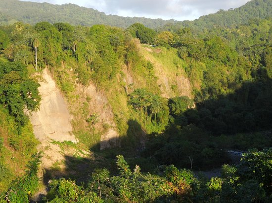 Richmond Vale Diving & Hiking Centre:                   folded rock, sheer cliffs you find often