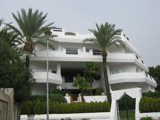 IBEROSTAR Marbella Coral Beach:                   Вид на отель, когда идешь с пляжа