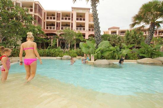 Centara Grand Beach Resort Phuket:                   สระ/ชายหาด
