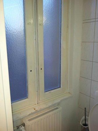 Potsdamer Inn:                                     bathroom