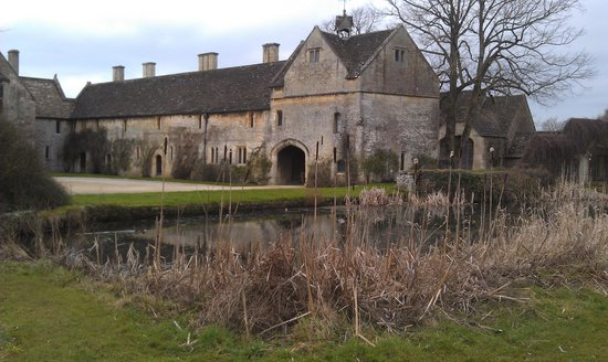 Great Chatfield Manor - 25 minute walk from Puddings Barn