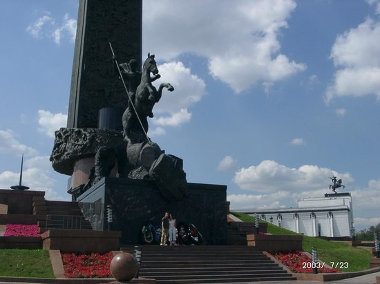011914633b11 Смотровая площадка Panorama360  Park Pabjeda  Het monument met de namen van  de slagvelden. Московский международный деловой центр «Москва-Сити»