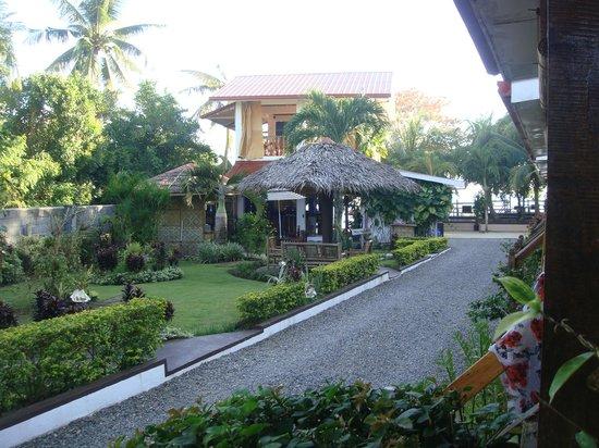 Isla Hayahay:                   Entrance
