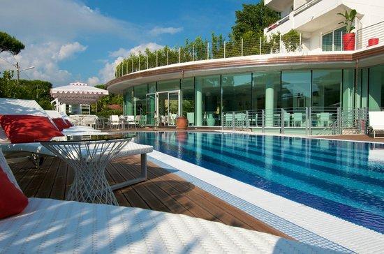 Mondial Resort & Spa: ESTERNO PISCINA