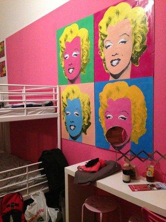 Art Hole:                   Notre chambre de 6