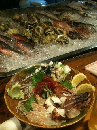 Nakamuraya Kumoji :                   カウンターのお魚と刺身盛り