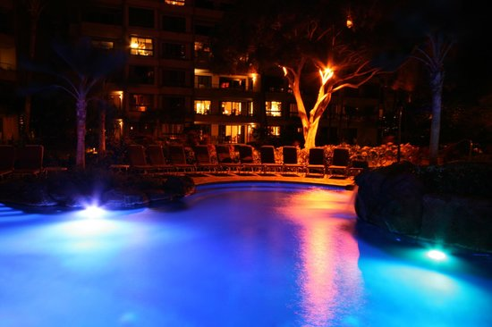 Kaanapali Alii:                   Pool at night