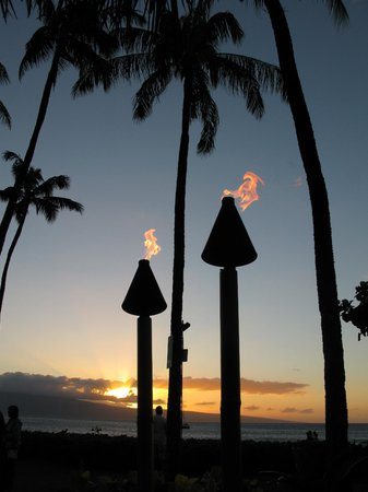 Kaanapali Alii:                   Fire torches at the Whalers village