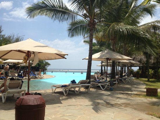 Baobab Beach Resort & Spa:                   Pool with view on the beach