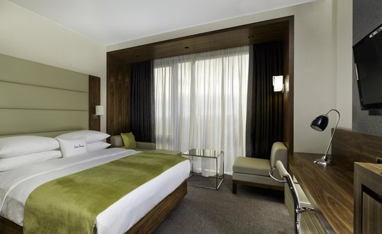 DoubleTree by Hilton Hotel Zagreb: Feel at home in our contemporary and bright 26m²/279 sq.ft DoubleTree Guest Room.