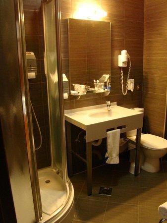 Best Western Hotel Gloria:                   Bathroom