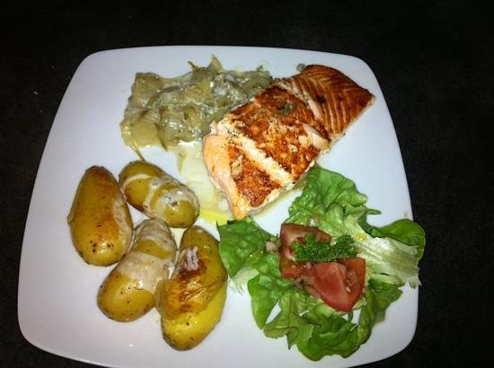 Sofish: saumon sauce roquefort avec endives au champagne