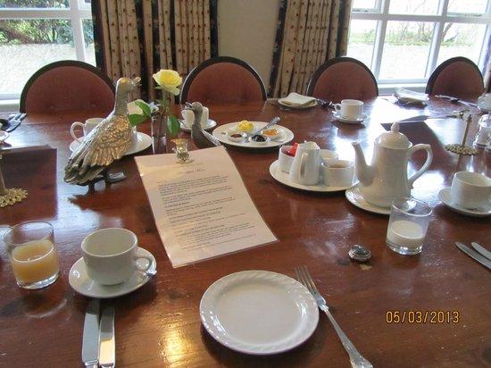 Glassdrumman Lodge:                   Breakfast table