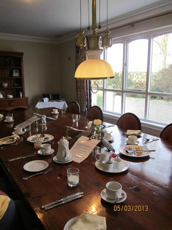 Glassdrumman Lodge:                   Brealfast table