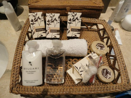 Pacific Resort Aitutaki:                                     Lovely bathroom bits and pieces - Bvulgari soaps.