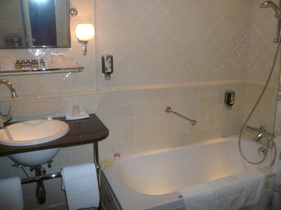 Hotel Estherea:                                     Bathroom