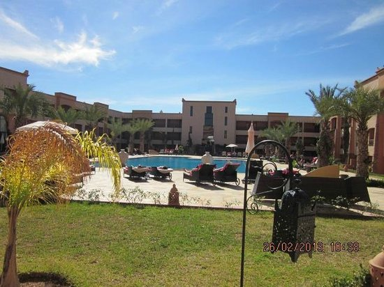 Zalagh Kasbah Hotel and Spa:                   view of the pool area