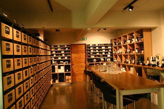Restaurant Lagerhaus: Der Weinkeller steht für die Weinauswahl, Degustationen oder Apéros zur Verfügung
