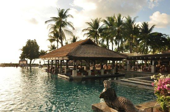 INTERCONTINENTAL Bali Resort:                   Poolanlage