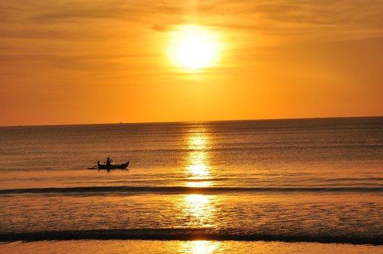 INTERCONTINENTAL Bali Resort:                   Sonnenuntergang am Strand