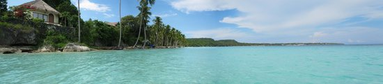 Bira, Indonesien: beach panorama view on high tide