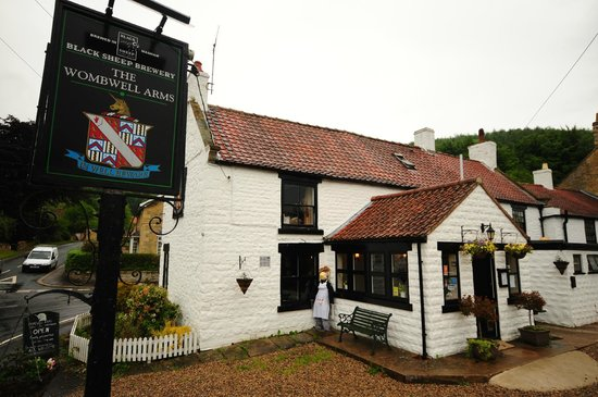 Wombwell Arms: Outside