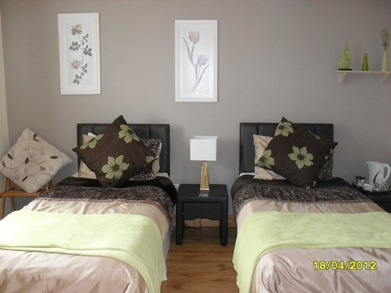 Maple Tree Guesthouse: Twin Room