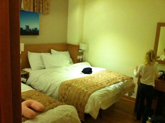 Kings Cross Inn Hotel:                   Room