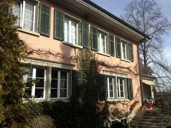 B&B Villa Magnolia:                   authentic traditional Swiss home.