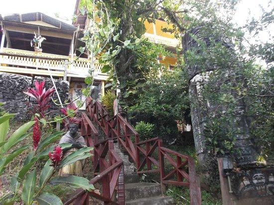 Hostal Bastimentos: Escalier menant à l'hostal.