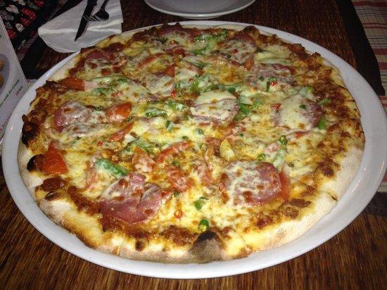 Pizzeria Hut 1 :                   Salami pizza with chilli