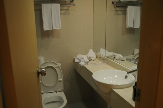Hotel Benito:                   bath
