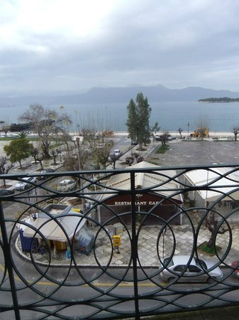 Konstantinoupolis Hotel:                   View from a triple room at front of hotel