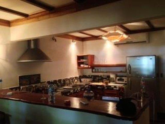 Hotel Tropico Latino:                                     cocina con húmeda olor espantoso