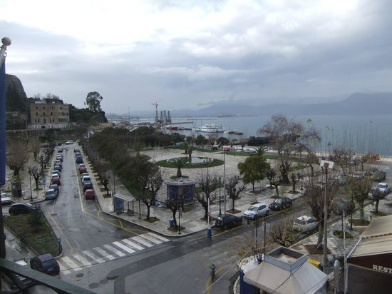 Konstantinoupolis Hotel:                   View to port overlooking the convenient car park