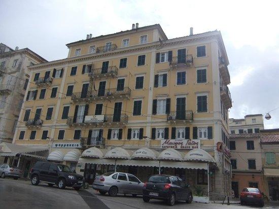 Konstantinoupolis Hotel:                   Front view of Hotel Konstantinoupolis